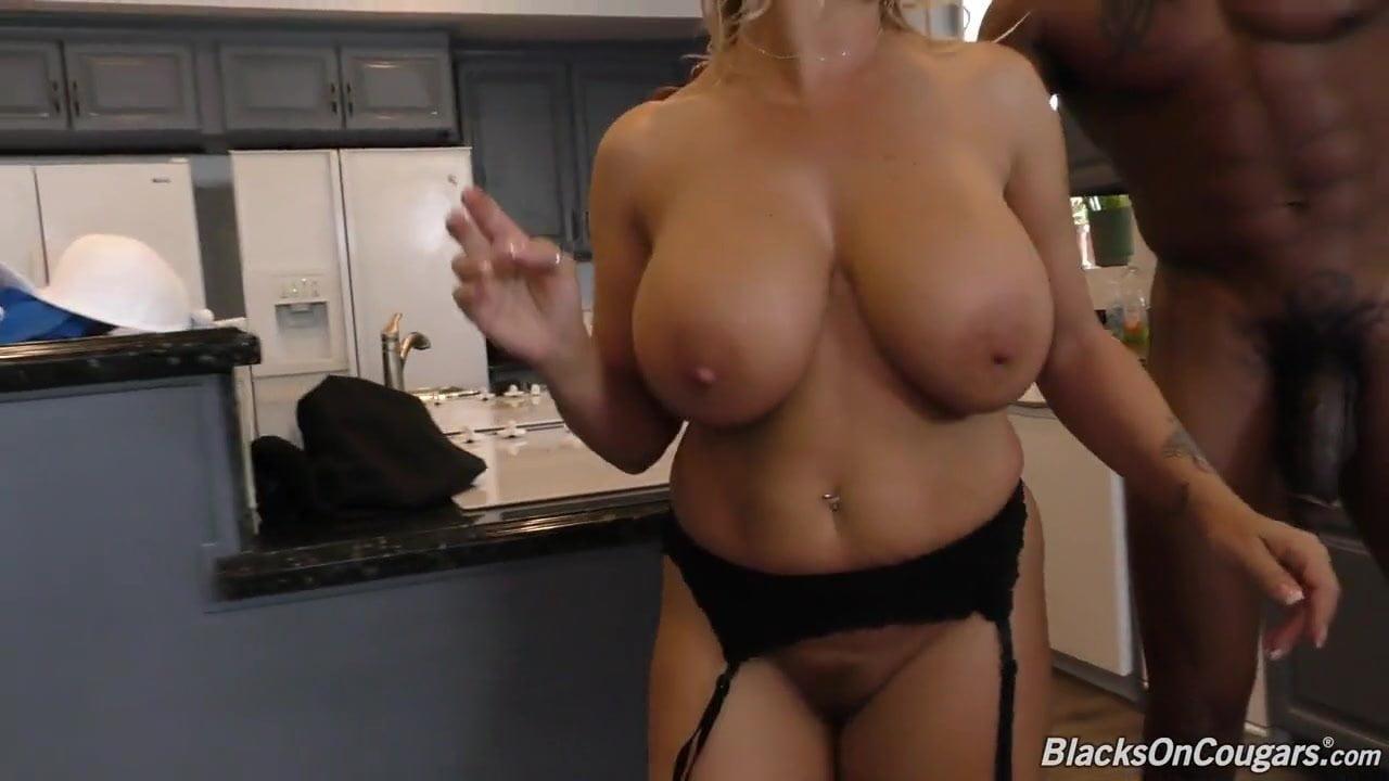 Sexy latina blow