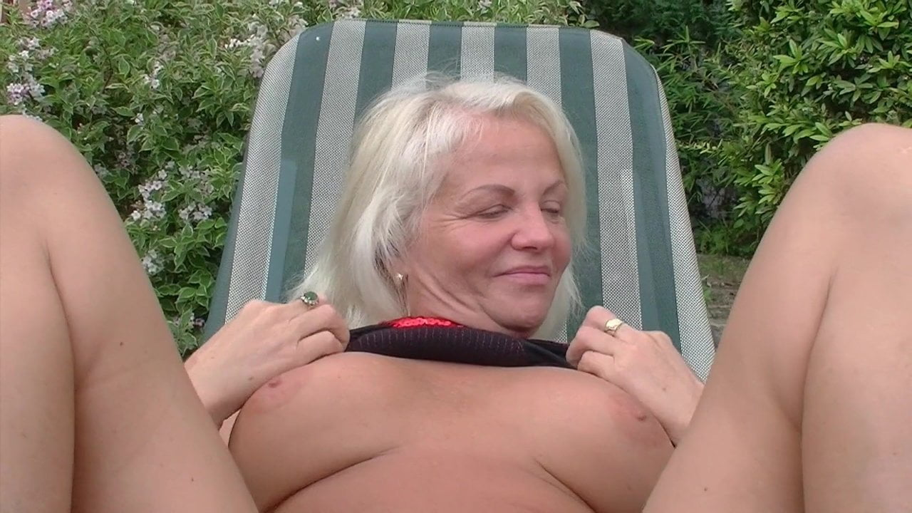 Hairy pussy licking